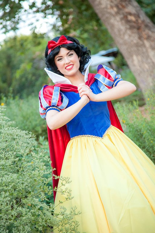 Invite Snow White to your kid's birthday party. Kids parties in OC