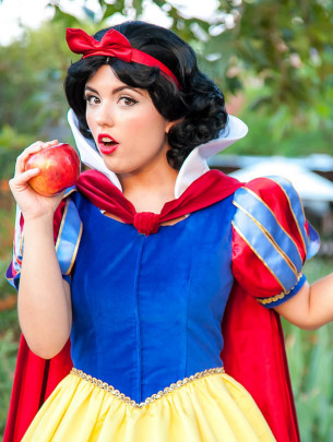 Invite Snow White to your child's birthday party. Kids parties in Orange County