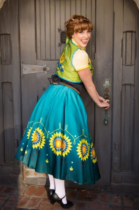 spring princess at door 6