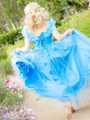 Invite princess Ella to your child's party. Kids parties in Orange County