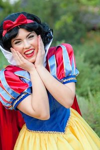 Invite Snow White to your kid's birthday party. Princess parties in OC
